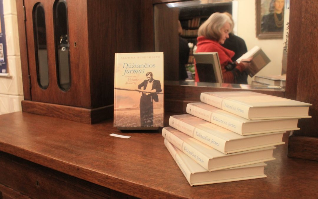 """2018.02.14 A. Ruseckaitės knygos """"Dūžtančios formos"""" pristatymas"""